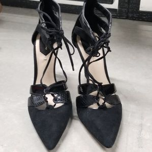 Black lace up pointed pumps heels